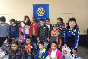 """""""Ajută un copil să învețe"""" – Program de susţinere a calității în educaţie, Rotary Club București."""
